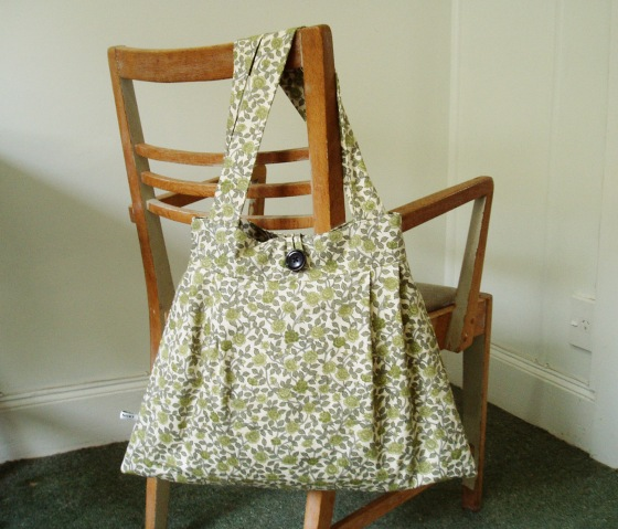 Tote Bag in vintage green floral broadcloth