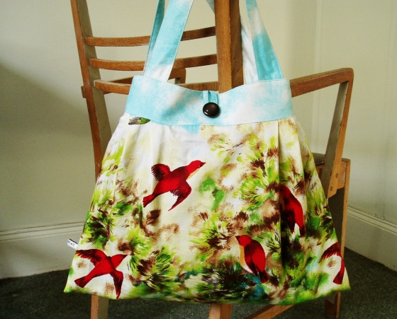 Tote Bag with a 1950s style bird print